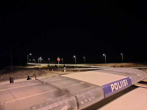 Ihmiset kokoontuivat puistoihin Helsingissä helatorstain aattona - häiriökäyttäytymiset ja alaikäisten päihteiden käyttö työllisti poliisia, eikä meluhaitoiltakaan vältytty 1