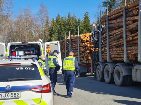 Raskaan liikenteen ajo- ja lepoaikarikkeet huolestuttavat poliisia - seuraamuksia valvontajaksolla jaettiin 224 kappaletta ja huomautuksia 172 kappaletta 4
