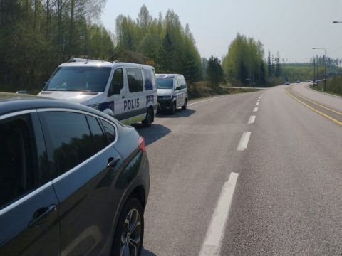Tunnin ratsia 4-tiellä Päijät-Hämeessä: 15 kuljettajaa syyllistyi liikenneturvallisuuden vaarantamiseen ja neljä menetti korttinsa vakavan piittaamattomuuden vuoksi 1