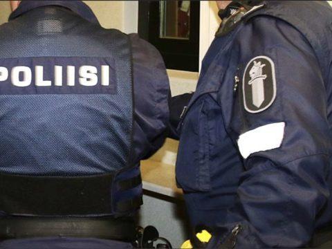 Poliisi lopetti noin 200 henkilön häiriköinnin Vesijärven satamassa Lahdessa - lisäksi Paavolassa parikymppinen nainen kärähti törkeästä rattijuopumuksesta 3